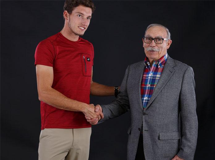Pablo Carreño besucht den Firmensitz von Joma
