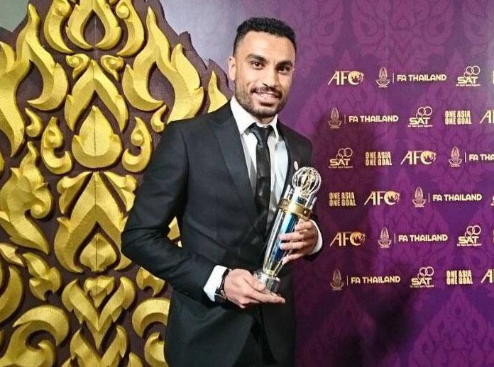 Ali Asghar recibe el premio al mejor jugador asiático de fútbol sala